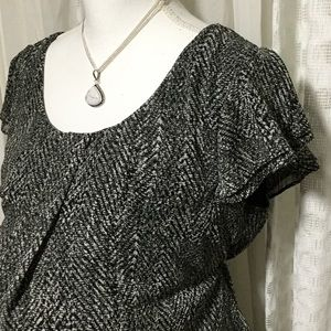 Motherhood maternity black and white top SZ large